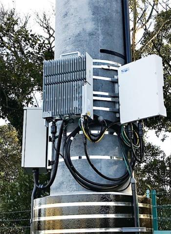 図2 千葉工場に設置したローカル4Gネットワークの基地局