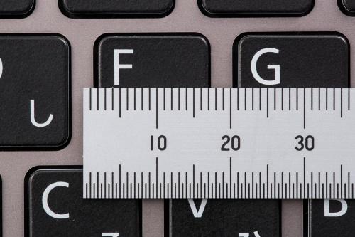 キーピッチはキーの中心から隣のキーの中心までの間隔を示す。デスクトップ用パソコンのキーボードの場合、19ミリメートルが一般的