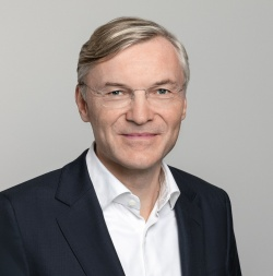 ZF CEOのウォルフ=ヘニング・シャイダー氏