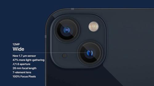 iPhone 13シリーズは背面に超広角と広角のカメラが搭載。広角カメラが内側に移動した斜め配置になった