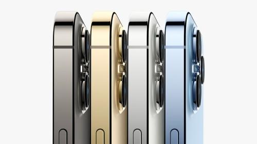 iPhone 13シリーズのフレームや背面ガラスの処理などは、iPhone 12シリーズとほぼ同じ印象を受ける
