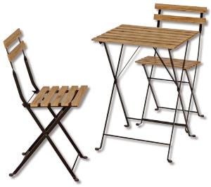 庭やベランダに向くコンパクトな屋外用テーブル