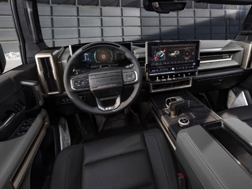 新型車の車内