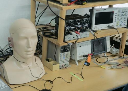 イヤホンの周波数特性を調べる装置
