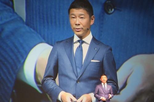 7月3日に開かれた、PB商品「ZOZO」の会見に登場した前沢友作社長。めったにメディアの前に現れない前沢社長が、この日は自身の体験や悩みを含め、PB参入のきっかけや意気込みを自ら語った