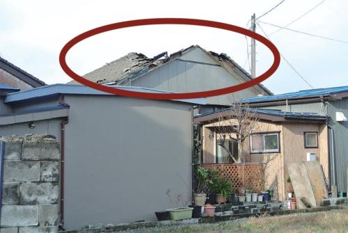 〔写真1〕飛び火で棟周辺が燃え抜ける