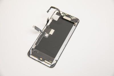 取り外したiPhone XS Maxのディスプレー