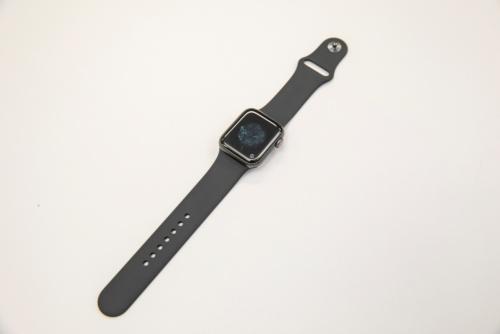 今回分解したApple Watch 4。40mmスペースグレイアルミニウムケース、ブラックスポーツバンドのGPS+Cellularモデル