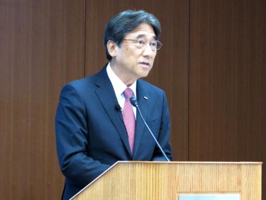 決算を説明するNTTドコモの吉沢和弘社長