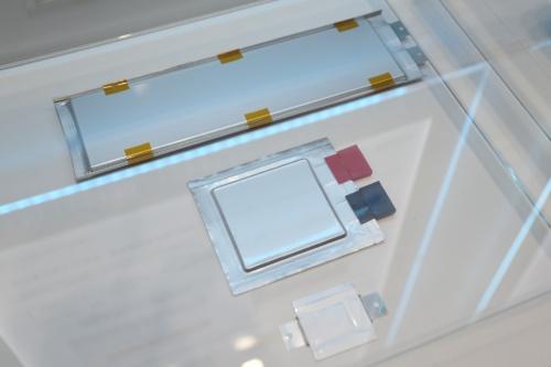 図1 トヨタが開発中の全固体電池の試作品