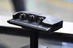図4 日産やBMWが採用する3眼カメラ