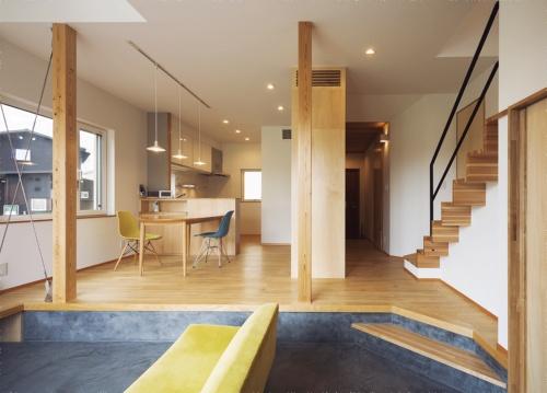 〔写真2〕床の段差でワンルームに変化