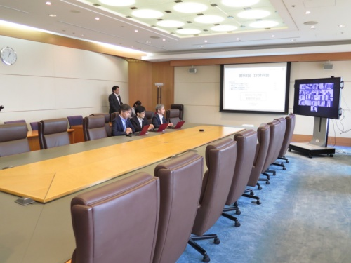 2019年7月23日にJALが開催したIT戦略に関する役員会議「IT分科会」の様子。役員会議室は閑散としている