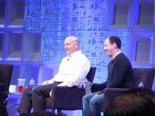 ロサンゼルス・クリッパーズのオーナーであるスティーブ・バルマー氏(写真左)。右は「マネー・ボール」で有名な米国の統計学者ネイト・シルバー氏