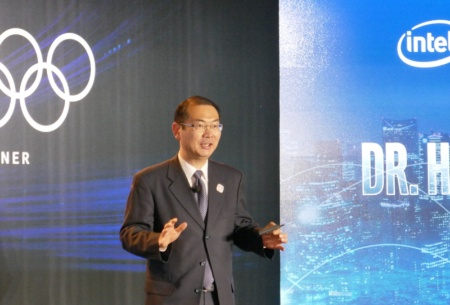インテルのイベントで話すNTTドコモの中村 寛 取締役常務執行役員 R&Dイノベーション本部長