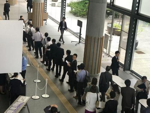 Cloud Days 札幌 2018の展示会場に入るため行列ができた