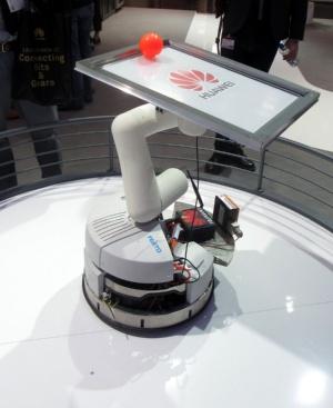 ボールを落とさないようにAGVとアーム型ロボットを遠隔制御する