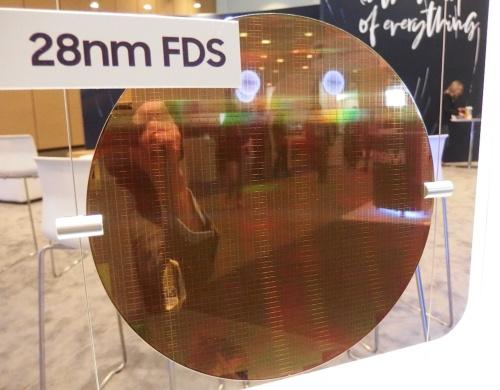 55th Design Automation Conference(DAC 2018)のSamsungのブースに展示された、28FDSのウエハー。日経 xTECHが撮影