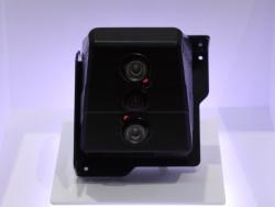 カメラは荷室の後部天井付近に設置する