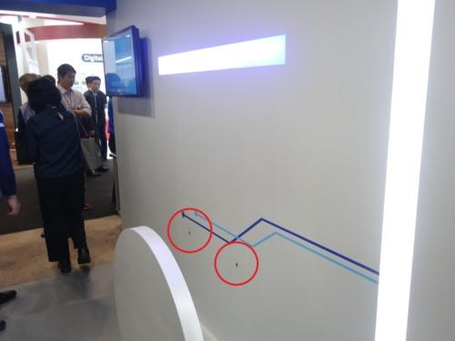 2カ所のセンサーでRFIDタグを読み取り、商品の通過を確認する(赤丸がセンサー部分)
