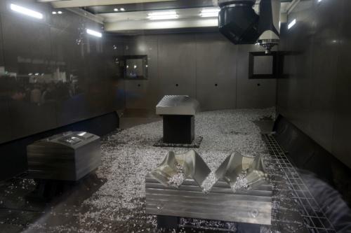 図3 DMU 340 Gantryの加工室内