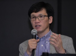 講演会でAI(人工知能)を活用した取り組みを披露した日産自動車総合研究所モビリティ・サービス研究所エキスパートリーダーの上田哲郎氏(撮影:菊池 一郎)