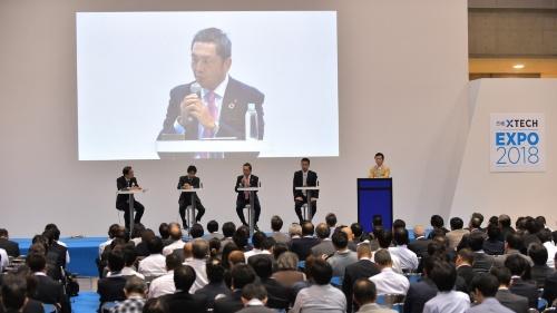 「日経 xTECH EXPO 2018」の基調講演で実施した公開取材(撮影:菊池 一郎、以下同じ)