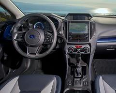 運転席と計器パネル