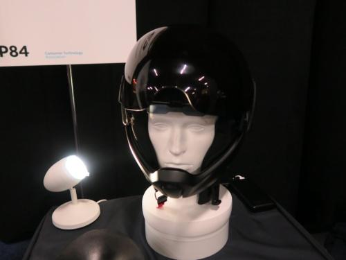 展示されていた「Cross Helmet X1」