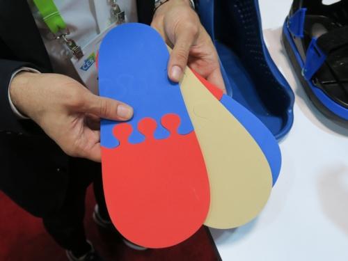 インソールは足の前部分(つま先側)、中部分、後ろ部分(かかと側)の3パーツに分かれる