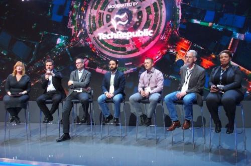 BELL Nexusの開発で協業する5企業の担当者が登壇したトークイベントの様子。左から3番目にいる男性がSafranのJARIN氏(撮影:日経 xTECH)