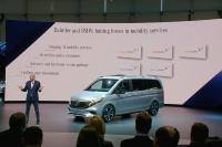Daimler会長のDieter Zetsche氏は、モビリティーサービスや自動運転開発でドイツBMWと協業することをあらためて説明した(撮影:日経 xTECH)