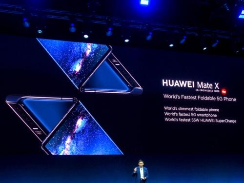 写真1●スマートフォン「HUAWEI Mate X」