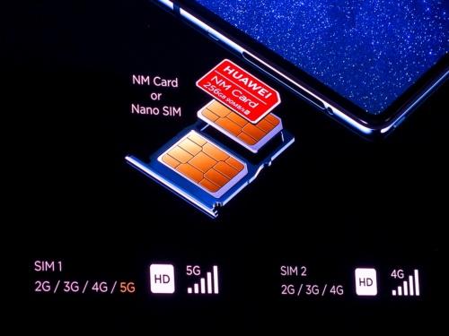 写真9●デュアルSIMによる5G+4G通信に対応