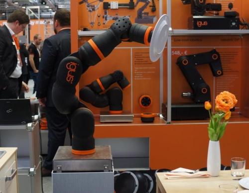 図2 イグスが参考出展した家庭用協働ロボット
