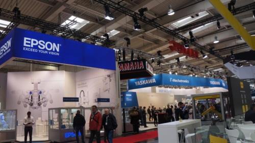 図1:Hannover Messe 2019では、産業用ロボットを展示する日本企業のブースが目立った。(撮影:日経ものづくり)