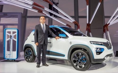 図2 K-ZEのコンセプト車をパリモーターショー2018で披露したCarlos Ghosn氏