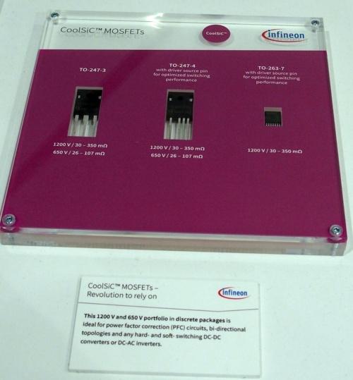 ブースに出展したSiC MOSFETのディスクリート品。左から、3端子のTO-247品と4端子のTO-247品、7端子のD<sup>2</sup>PAK(TO-263)品(撮影:日経 xTECH)