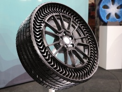 図1 Michelinが披露した乗用車向けエアレスタイヤの試作品
