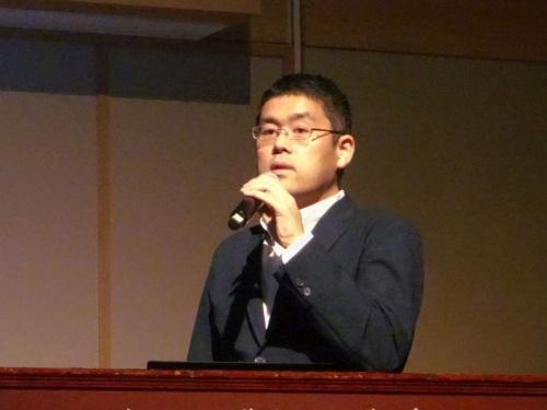 講演する日経BPシリコンバレー支局の根津禎記者(撮影:赤坂麻実)