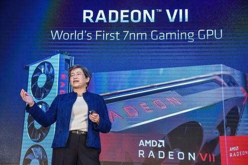 キーノートに登壇した米AMD President and CEOのLisa Su氏