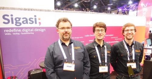 左端がBob Seghers氏で中央がHendrik Eeckhaut氏。日経 xTECHが撮影