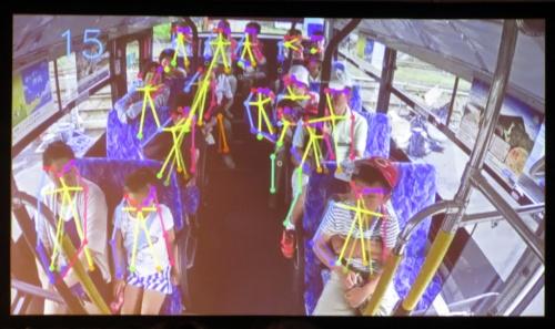 車内の様子をAIで画像解析する。人の動きをリアルタイムで把握し、より安全に停止できるタイミングでブレーキをかける
