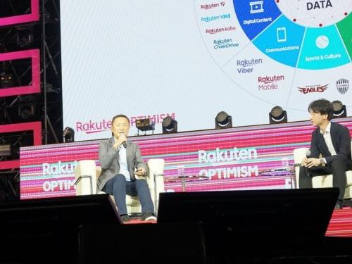 「1億人以上のメンバーシップを持つのが楽天の強み」と語った穂坂副会長(左)。日経BP 日経FinTech編集長の岡部一詩が司会を務めたセッションに登壇した