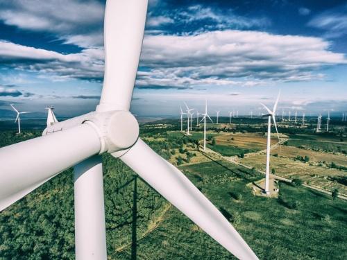 図2 ポリウレタン製の風力発電の回転羽根