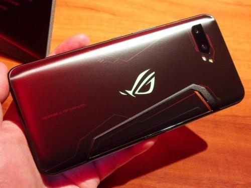 写真3●ROG Phone IIの背面