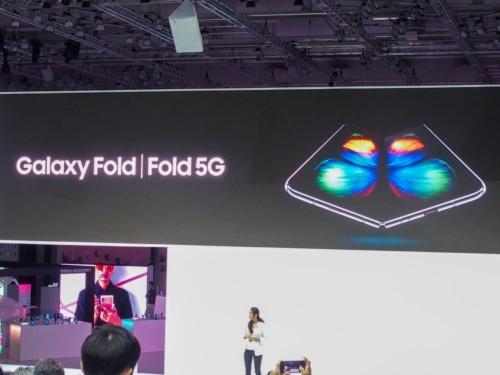 写真1●サムスンが「Galaxy Fold」を発売へ