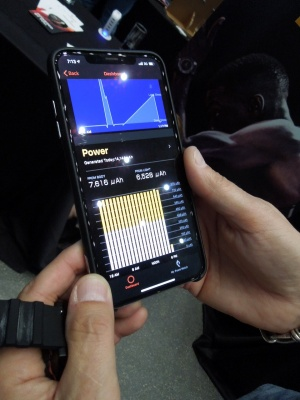 スマホの専用アプリで発電量を確認できる(写真:日経 xTECH)