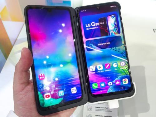 写真1 「LG G8X ThinQ」に2画面化ケースを装着した様子