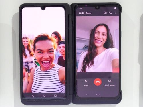 写真8 自分の顔を見ながらビデオ通話する例